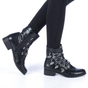 Botine negre foarte elegante si stilate accesorizate cu barete si catarame cu elemente metalice Rosario