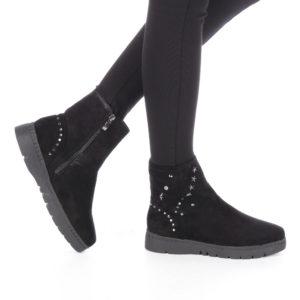 Ghete de dama inalte pe picior din piele eco intoarsa decorate cu elemente metalice Glisa negre