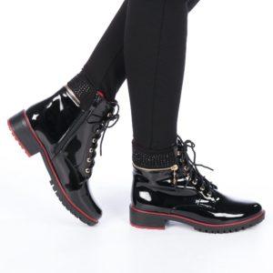 Ghete dama de iarna cu toc inalte pe picior lacuite si decorate cu strasuri Lilina negre