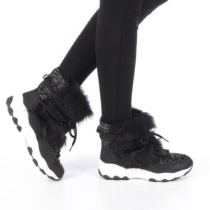 Ghete sport de dama la pret mic cu incaltare rapida slip-on decorate cu blana pufoasa Molya negre